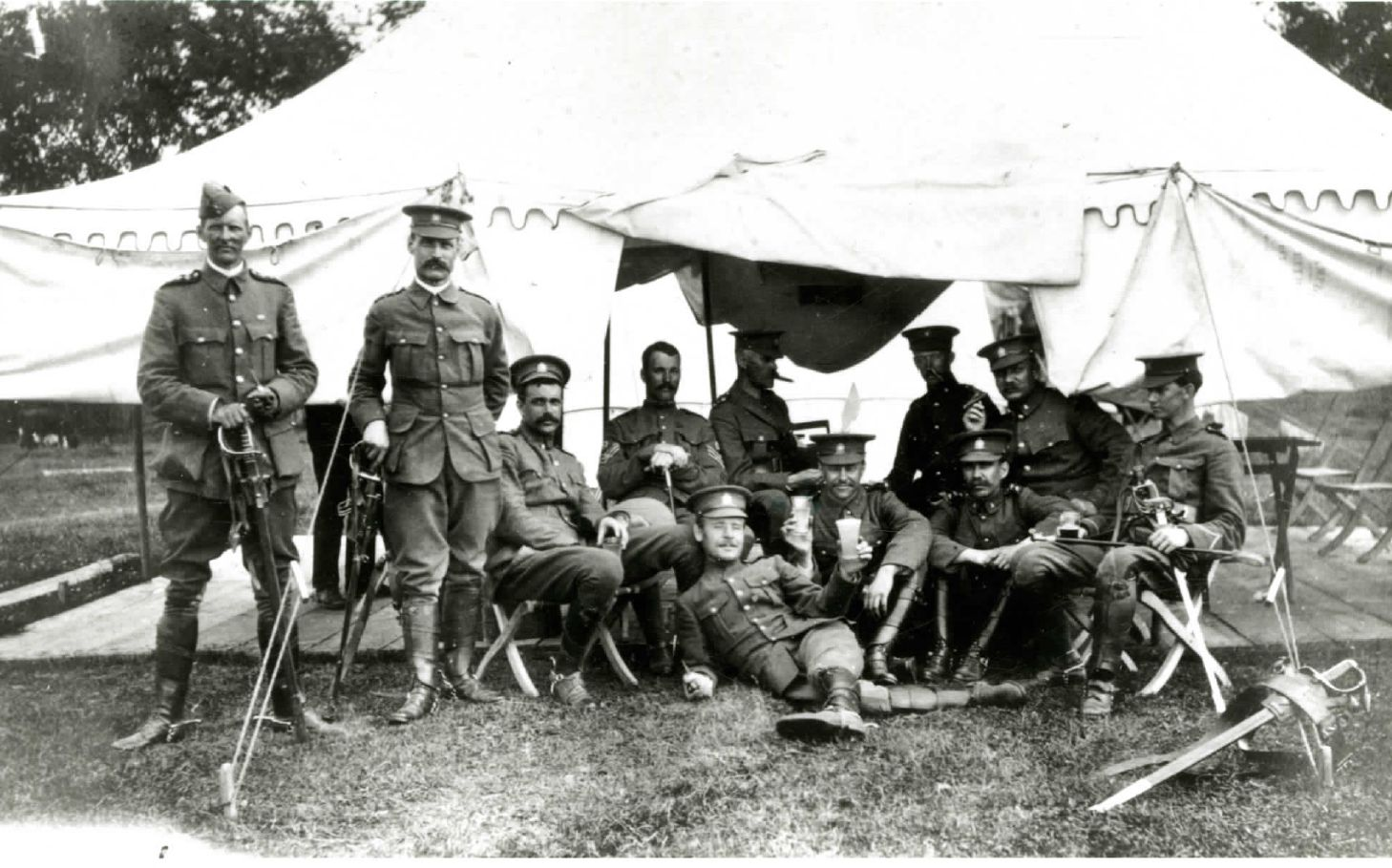 Corps of Guides group at Niagara-on-the-lake MIKAN PA-111891, Library and archives canada