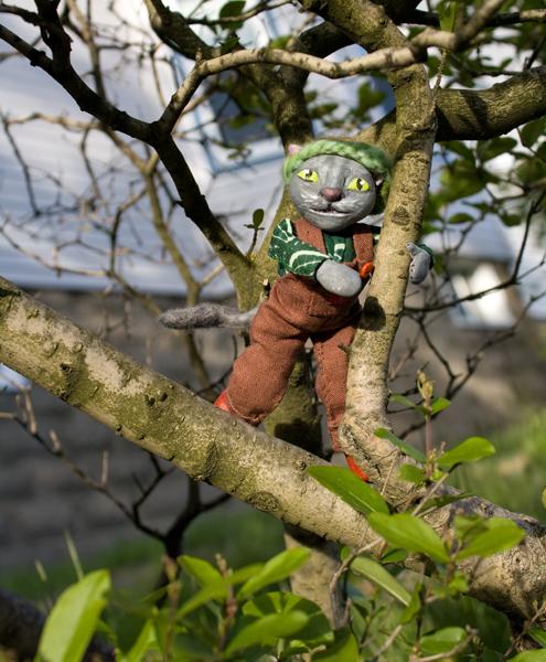 FLOURISH: Cat in Tree