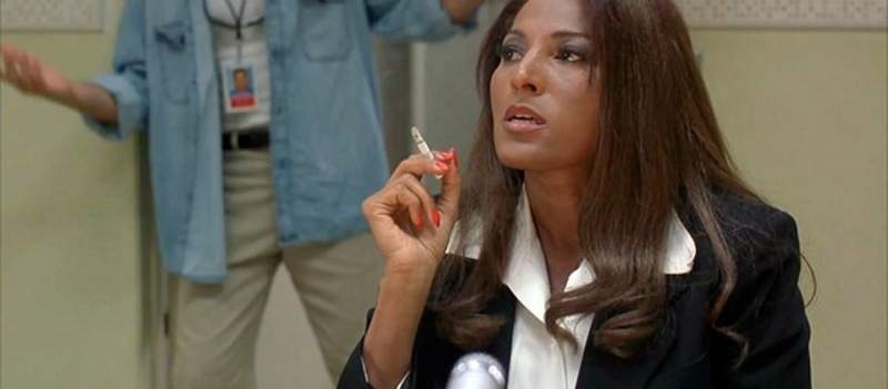 Jackie-Brown_smoking.jpg