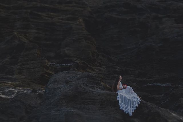 Moments over mountains. // ⠀⠀⠀⠀⠀⠀⠀⠀⠀ ‣ ‣ ‣ ‣ ‣ ‣ ‣ ‣ ‣ ‣ ⠀⠀⠀⠀⠀⠀⠀⠀⠀ ⠀⠀⠀⠀⠀⠀⠀⠀⠀ #brettlovesellephotography #hawaiiweddingphotographer #hawaiiwedding #hawaiiweddings #styledshoot #beachwedding #destinationweddingphotographer #travelweddingphotographer #hawaiielopementphotographer #alohavibes #belovedstories #hawaiisbestphotos #hawaiistagram #explorehawaii #loveandwildhearts #wedventuremag #alohaoutdoors #wanderingphotographers #radstorytellers #firstandlasts #chasinglight #darlingweekend #peoplescreatives #hawaiiweddingphotographers #hawaiiphotographer #momentsovermountains #bridesofinstagram #heyheyhellomay #hawaiiwedding #adventureisoutthere