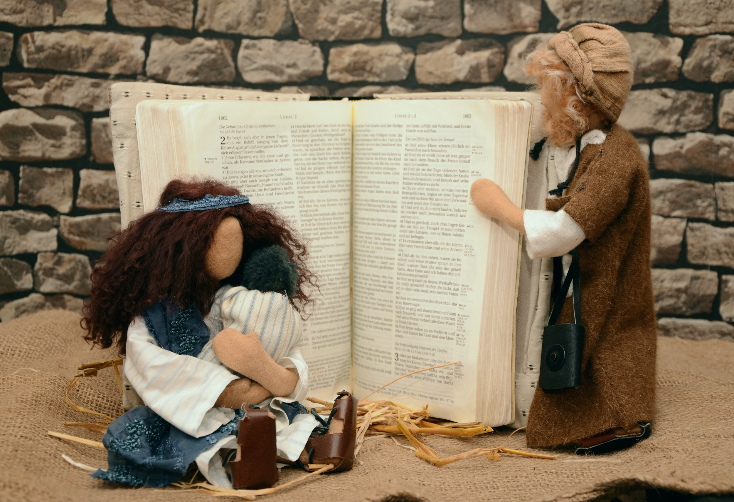 bible-book-child-236189.jpg