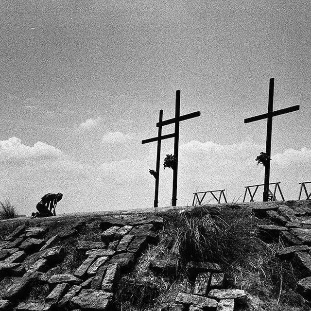 #Repost @baboonfilmes ・・・ A few years ago in Pampanga   Philippines @jessicanolte_photo #pampanga #philippines #crucifixion #easter