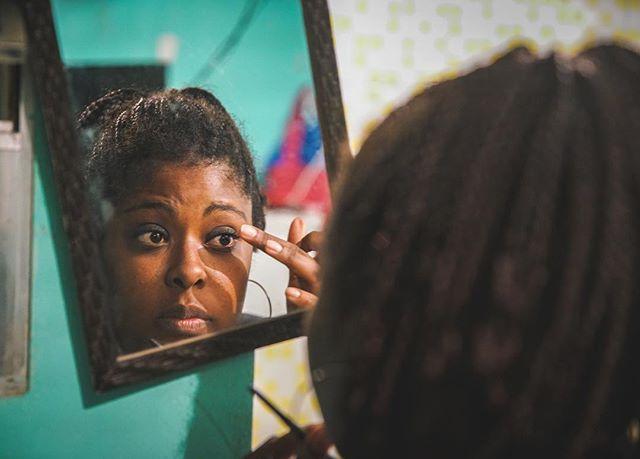 Nara is getting ready for work. She is fighting to get her little girl back, after spending time in prison. #womeninprison #brazil #prison #filmmaking #documentary #oktopusfilmes #storytelling #mycanonstory