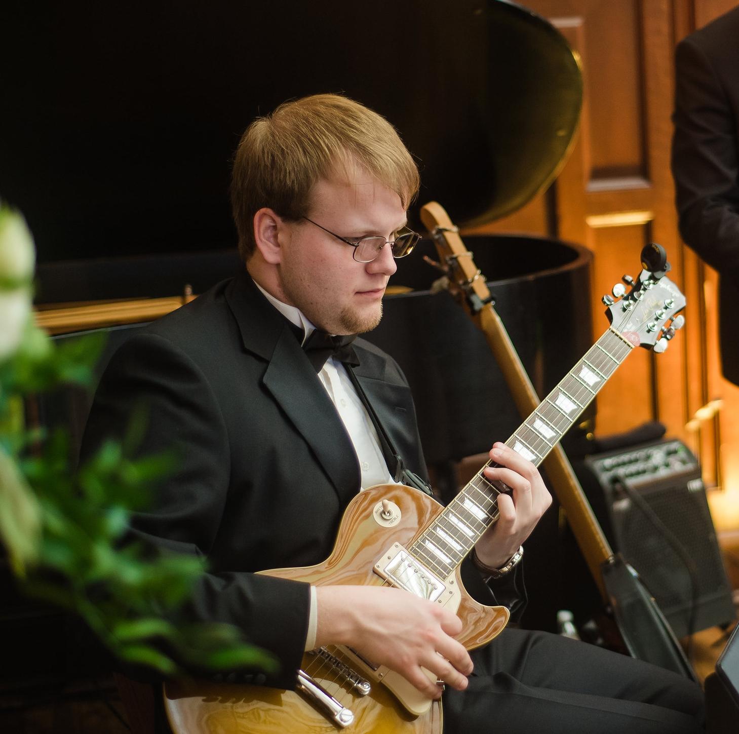 Devin Lorenz, Guitar