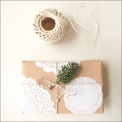 doilies-loves-kraftpaper_free-printable_wrapping-paper_pine.jpg