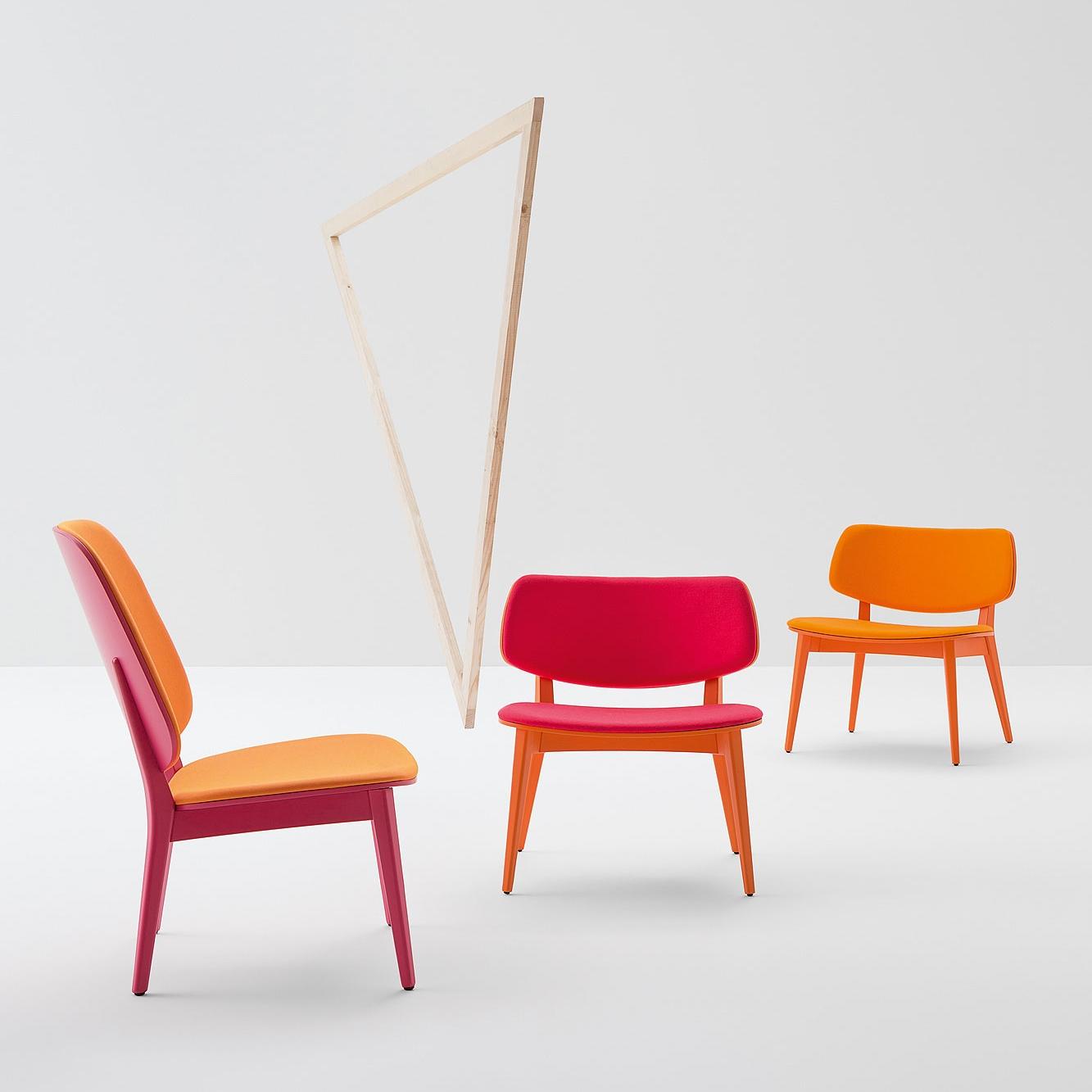 Стулья, табуреты, кресла и столики дружелюбных и нежных линий.