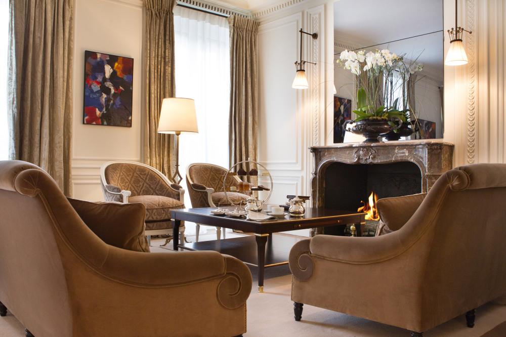 Интерьер номера в отеле La Reservé в Париже