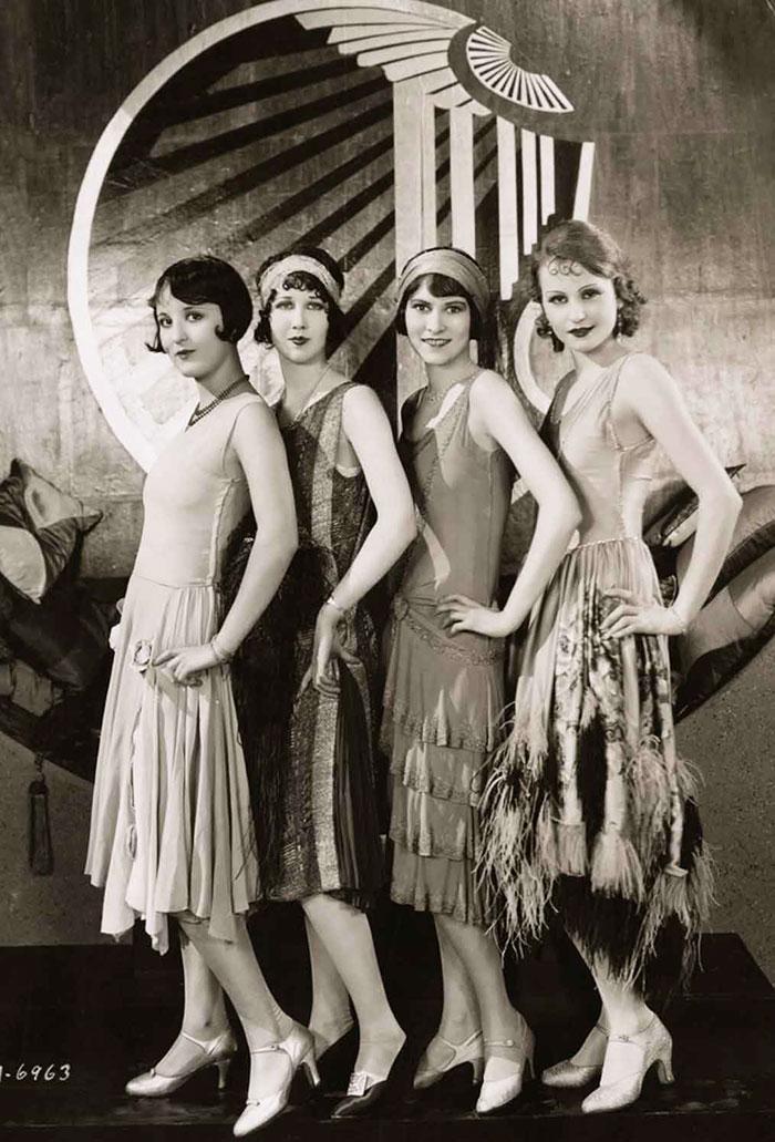 Группа модниц 1920х годов