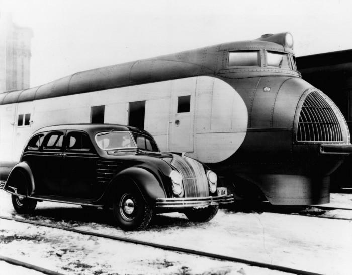Поезд и автомобиль 1920х годов