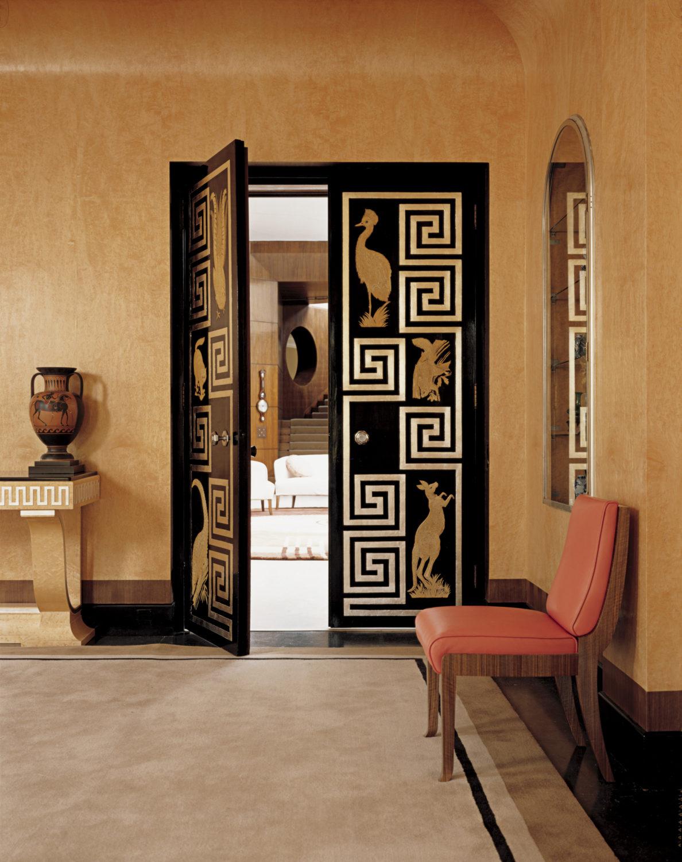 Дверь в Eltham Palace в Гринвиче