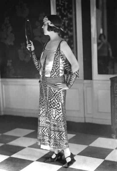 Дама в наряде в египетском стиле. Фото 1920х годов.