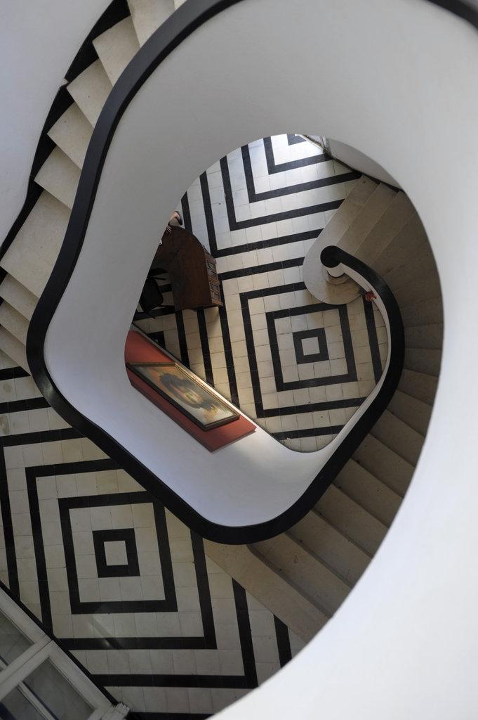 Лестница в стиле Ар Деко в особняке для Hilda Sarra. Архитектор Rafael de Cárdenas.