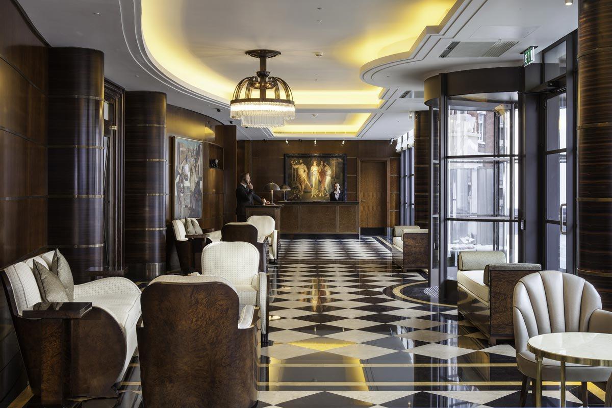 Лобби отеля The Beaumont в Лондоне