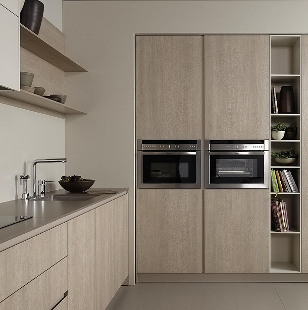 """Встроенная духовая и микроволновая печи.  Кухня """"Serie45"""" от Dica."""