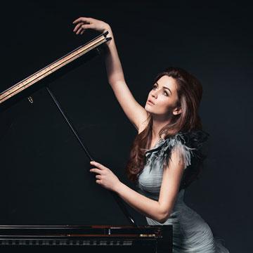 Matea Leko (Klavier) und das Kurpfälzische Kammerorchester Mannheim unter der Leitung von Johannes Schlaefli.