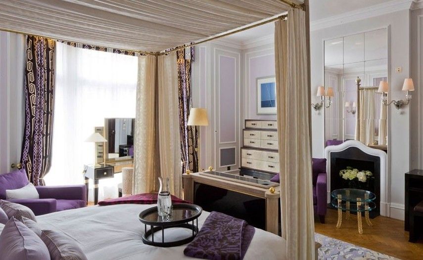 2D71766B00000578-3274249-The_two_bedroom_suite_is_designed_with_DVF_signature_fabrics-a-43_1445423907291.jpg