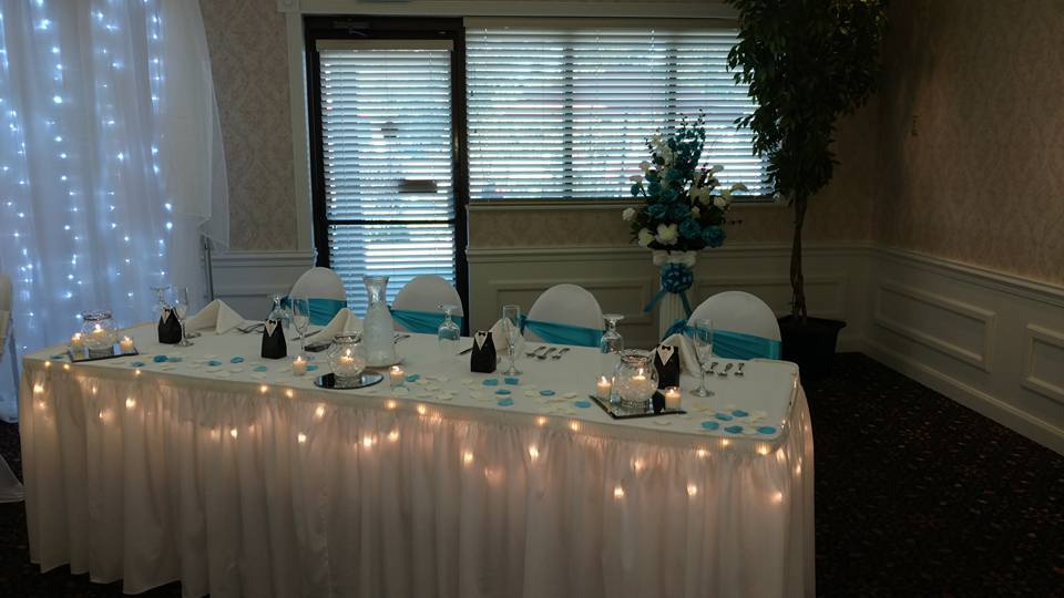 Wedding head table with lights