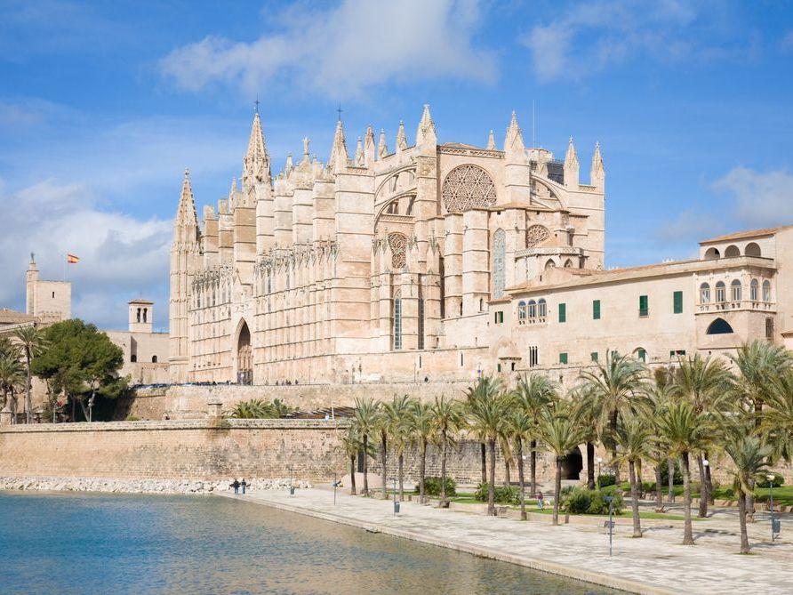 MajorcaYoga-beach-holidays-Majorca-Activities2018-10-PalmaCity.jpg