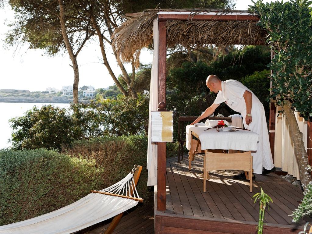 MajorcaYoga-beach-holidays-Majorca-Activities2018-8-Massage.jpg