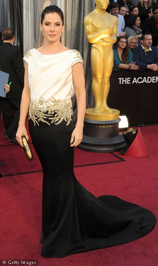 Sandra-Bullock-Oscars-2012-Red-Carpet-Pictures-260212