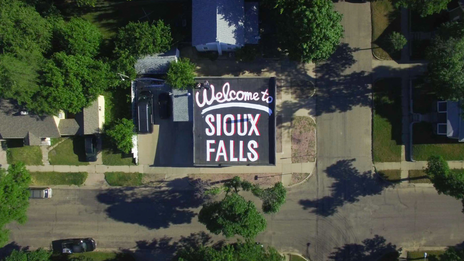 Local photographer creates Sioux Falls welcome on the roof of his building - Argus Leader