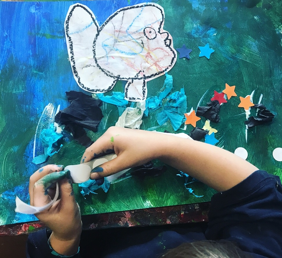 FAMILY ART   Fun Art Classes for 2 and 3 Year olds. The focus is on achieving Child Development Milestones including fine motor, talking and understanding, social and intellectual skills. Parents interact with their children in the art making process in the class.   30 min session.