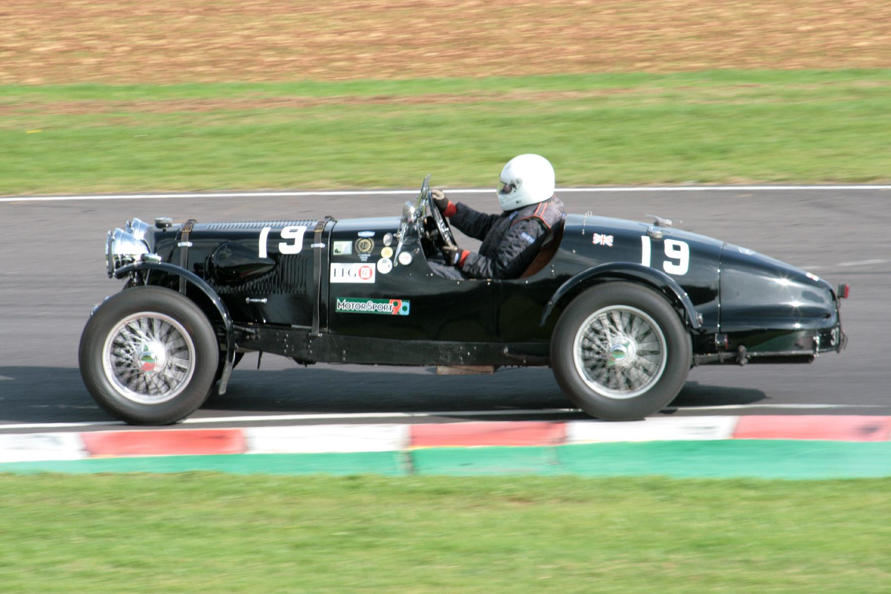 David Ozanne (Aston Martin Speed Replica)                     Photo - John Turner