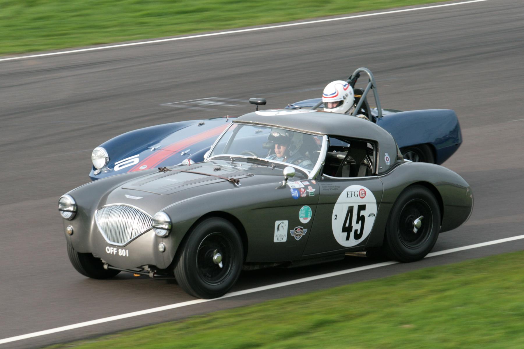 Close racing. Mike Thorne and Simon Hadfield.                    Photo - John Turner