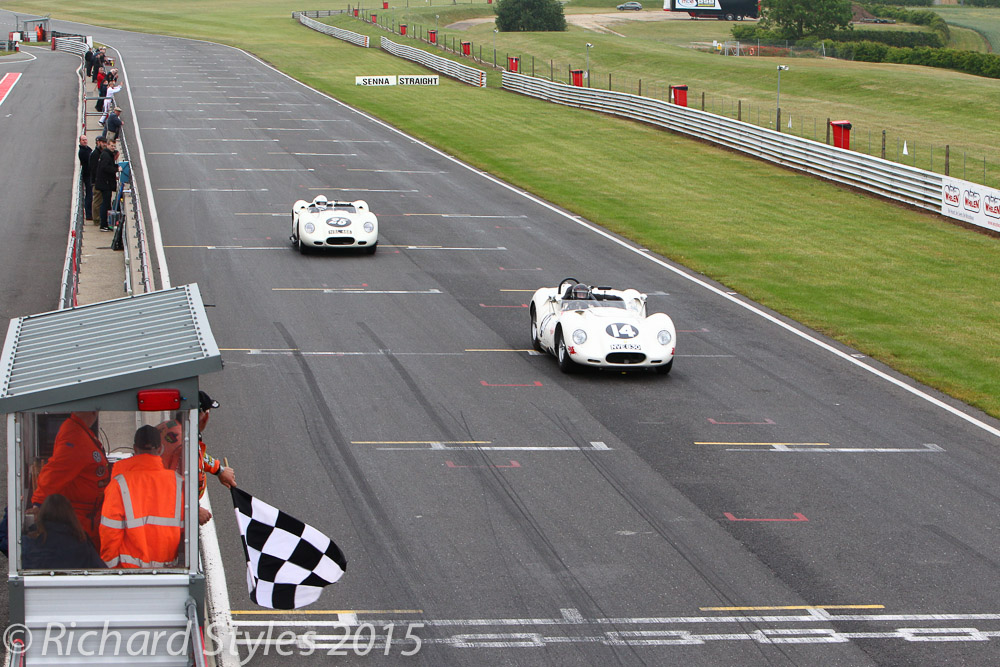 MarK Lewis so nearly snatched 2nd from Robert Giotdanelli as the two Lister Chevrolets took the flag. Lewis had been 37 seconds behind just 6 laps earlier.