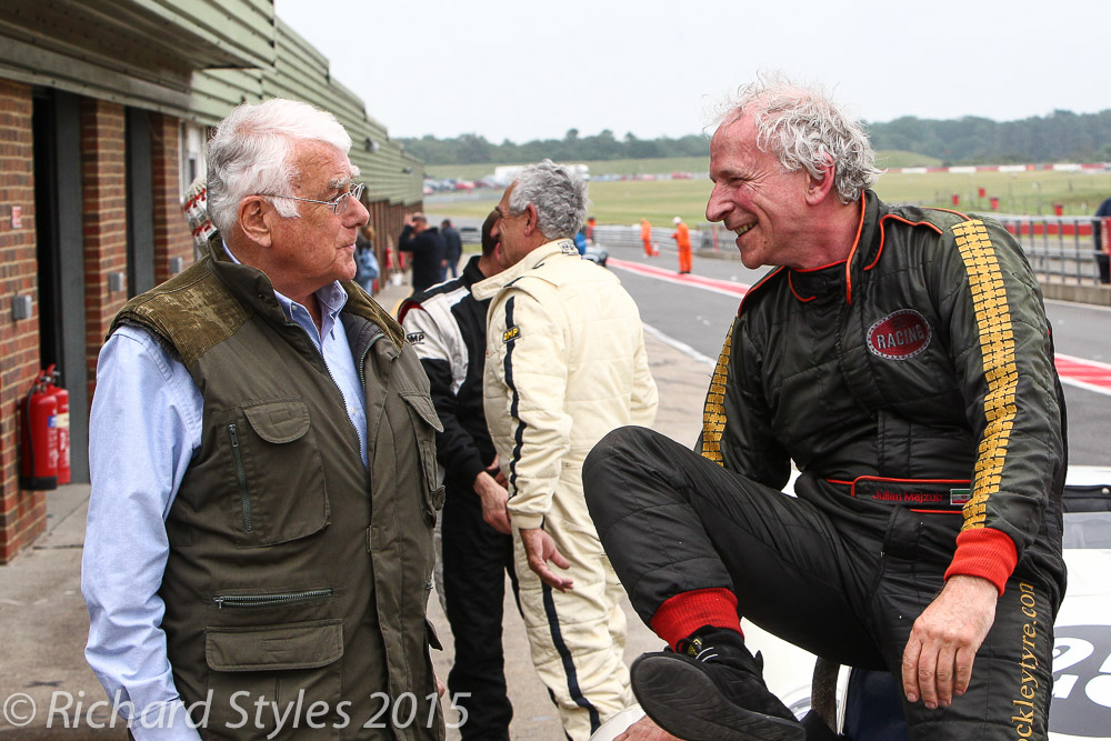 Grahame White, HSCC Race Director, greets Julian Majzub, as Roberto Giordaneli and Mark Lewis exchange race notes