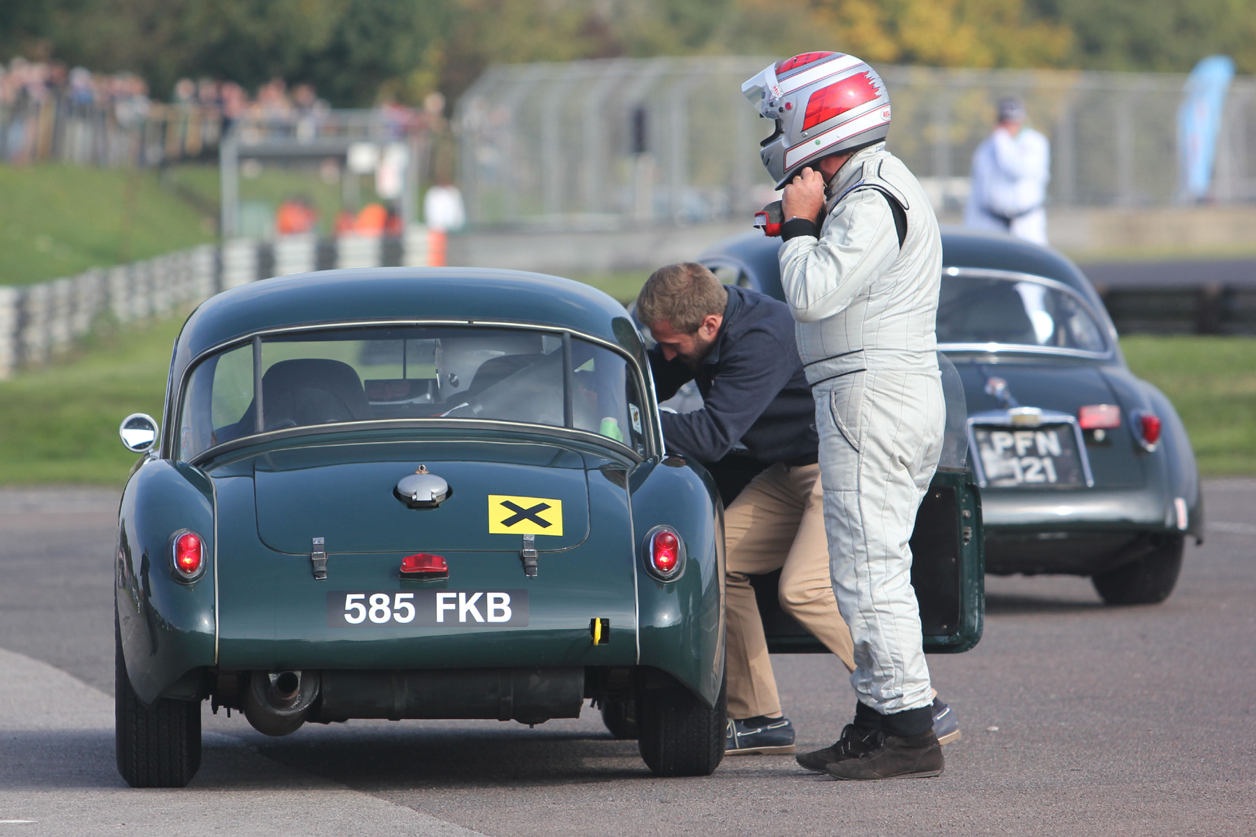 End of lap 6 and Glenn Tollett starts to remove his helmet as son, Rory gets strapped in          Photo - Pat Arculus, Tripos Media