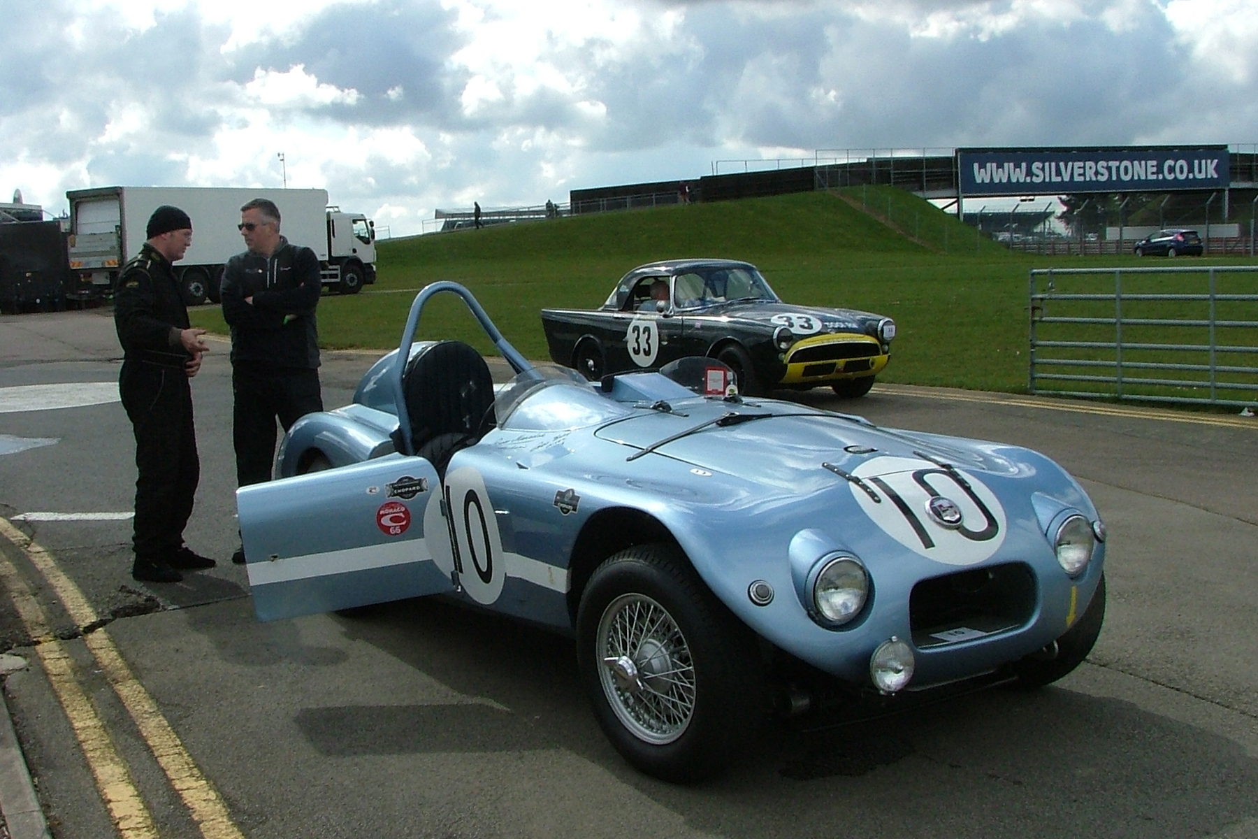 Awaiting practice! Sam Stretton extolls the virtues of the 1952 Nash Healey that finished 3rd at Le Mans in 1952,to our sponsor, Paul Woolmer. Behind,Keith Hampson sits quietly in his Sunbeam Alpine Le Mans. Photos - John Turner
