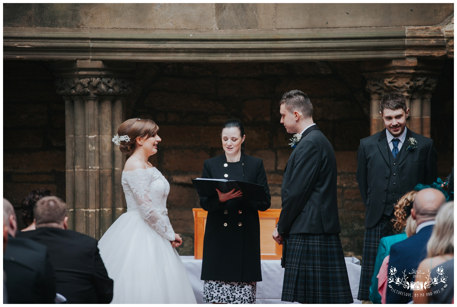 Linlithgow Palace and Beancross wedding_0021.jpg