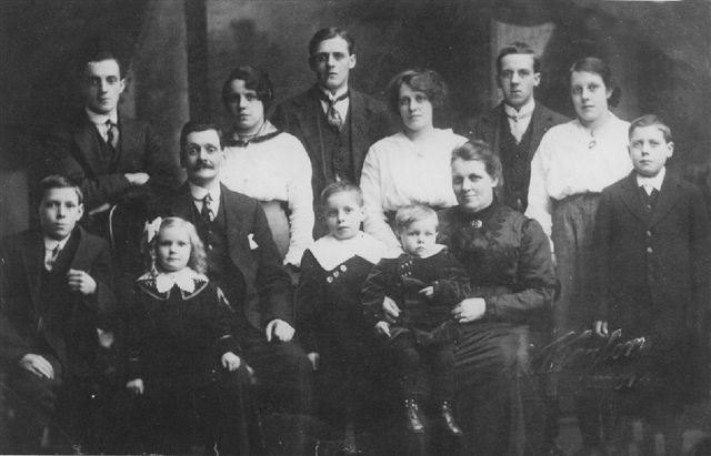 The Knox/Law Family - Thomas Law GGF, wife Janet Myles and children -  N ames  in Law Gallery