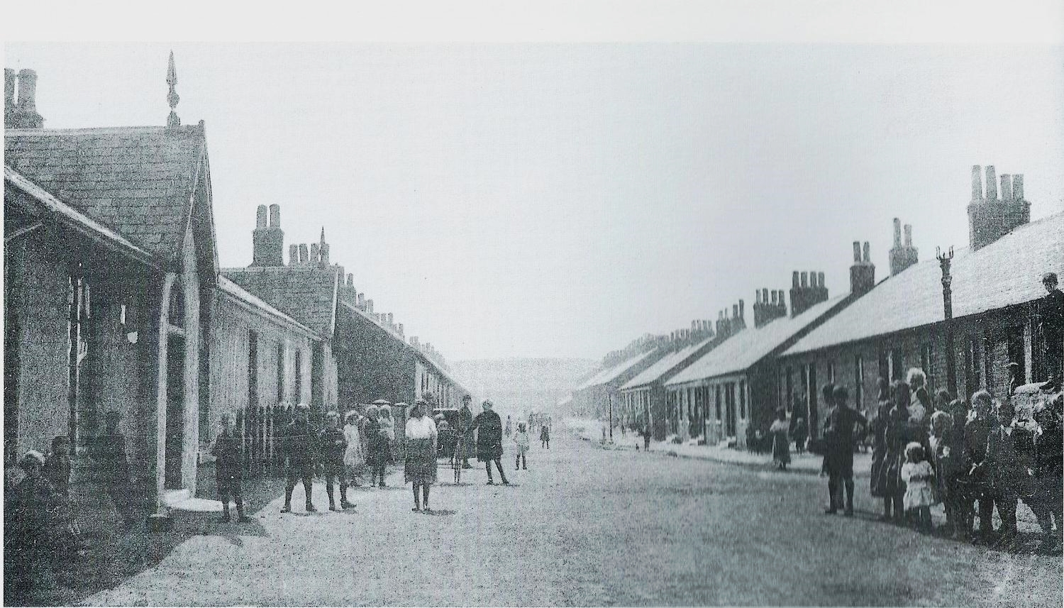Victoria Street, Harthill, Lanarkshire, where GGGF John Law died in 1899. Many of Harthill's Miners' rows were situated here. Victoria Street is named after Queen Victoria who reigned 1837 - 1901.