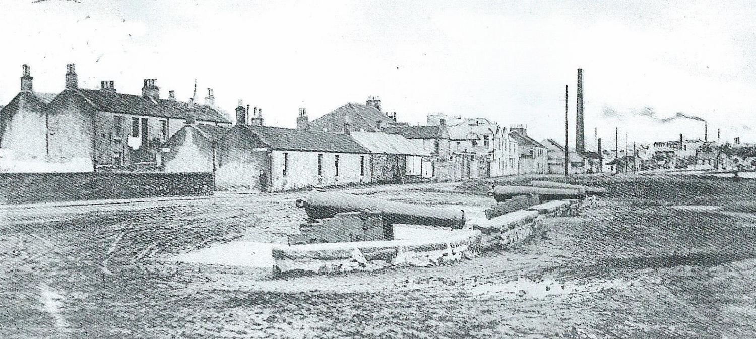 The corner of Charlotte Street on the left - Janet Myles lived in Charlotte Street. Looking east along the Esplanade in 1903. The canons belonged to the Kirkcaldy section of the 1st Fifeshire Royal Garrison artillery formed when the govt. decided towns should raise volunteer forces in the wake of the Crimean War (1853-1856)