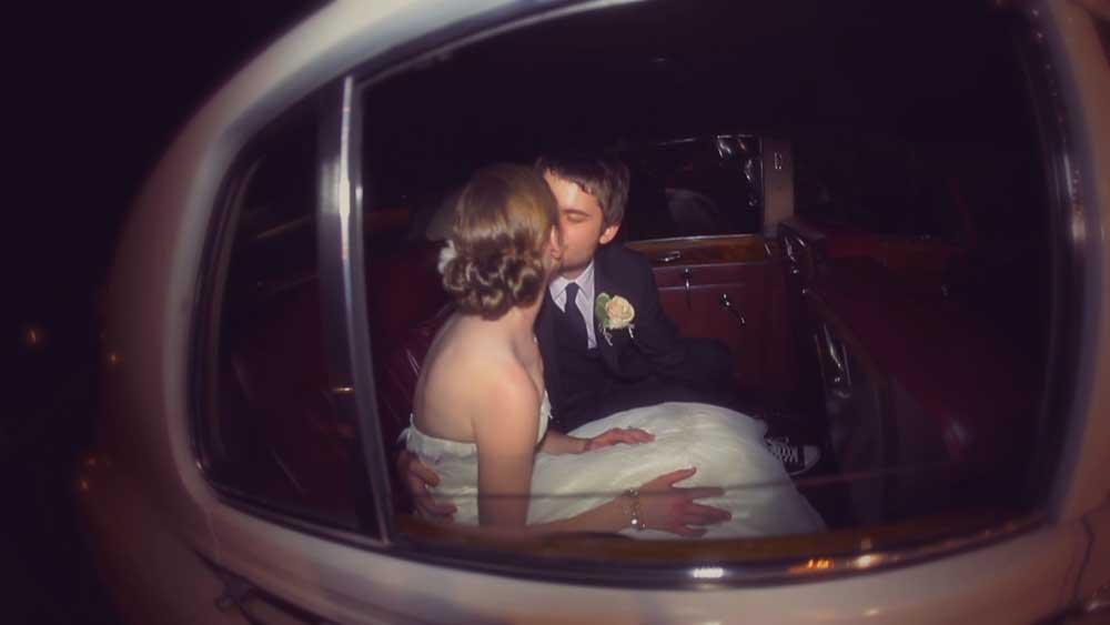 Wedding_Kiss_Limo
