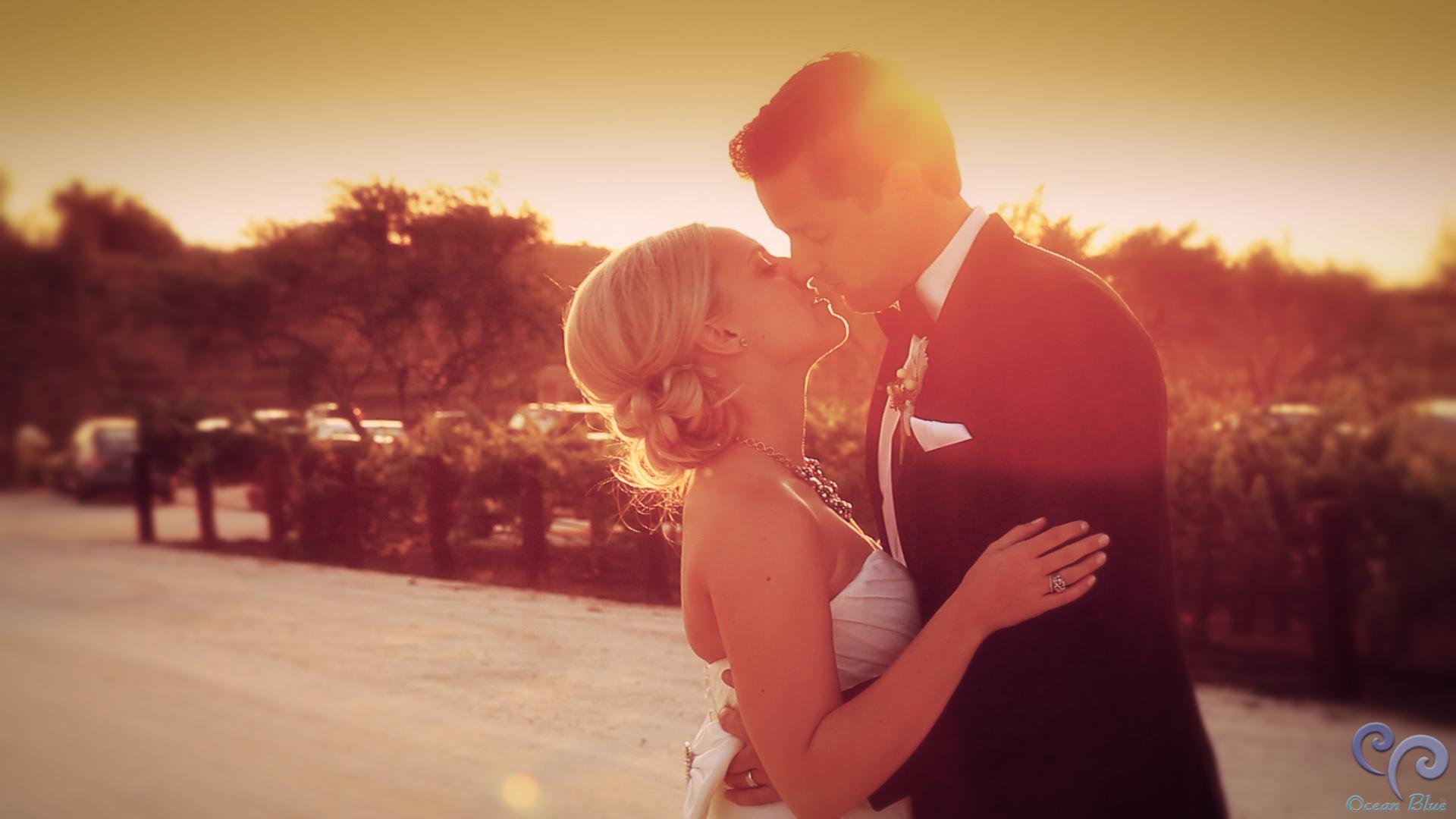 hollister_wedding_sunset_kiss.jpg