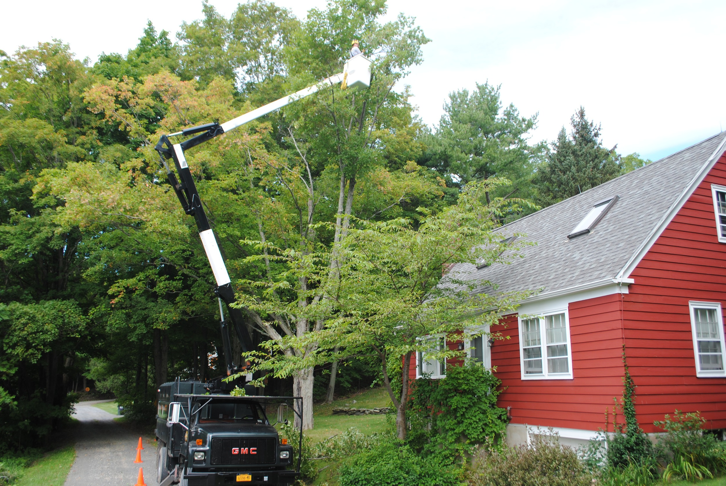 Working around a house can be done safely and efficiently with the use of our 60' bucket truck.