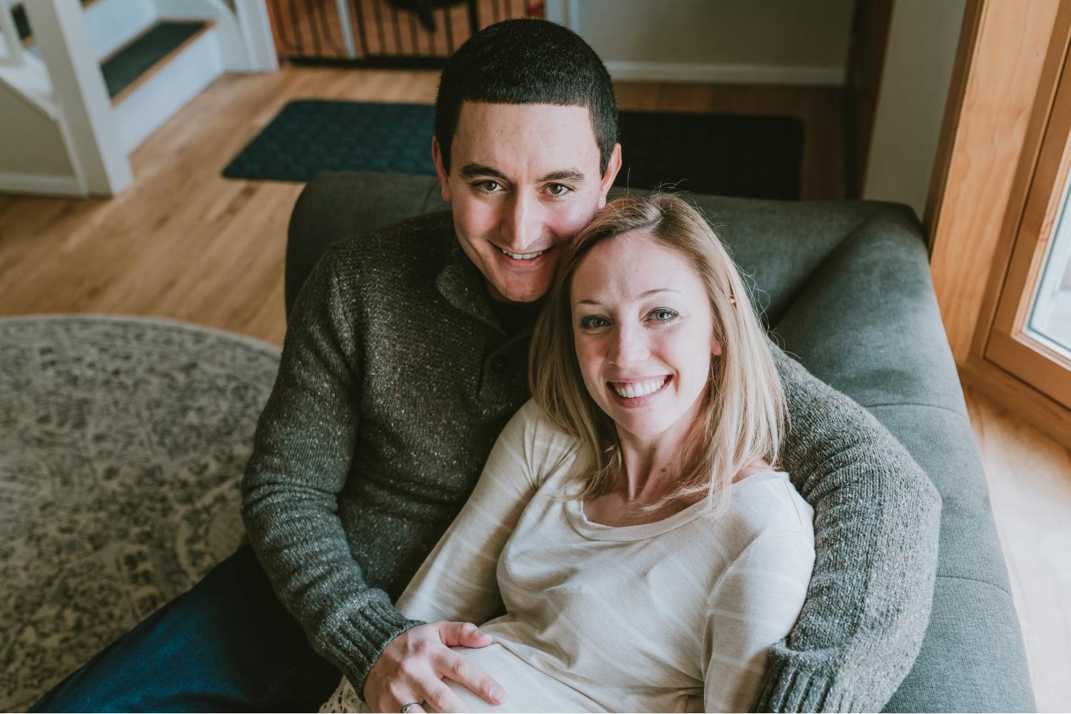 Couple-Maternity-Pictures-In-Home-Morris-County
