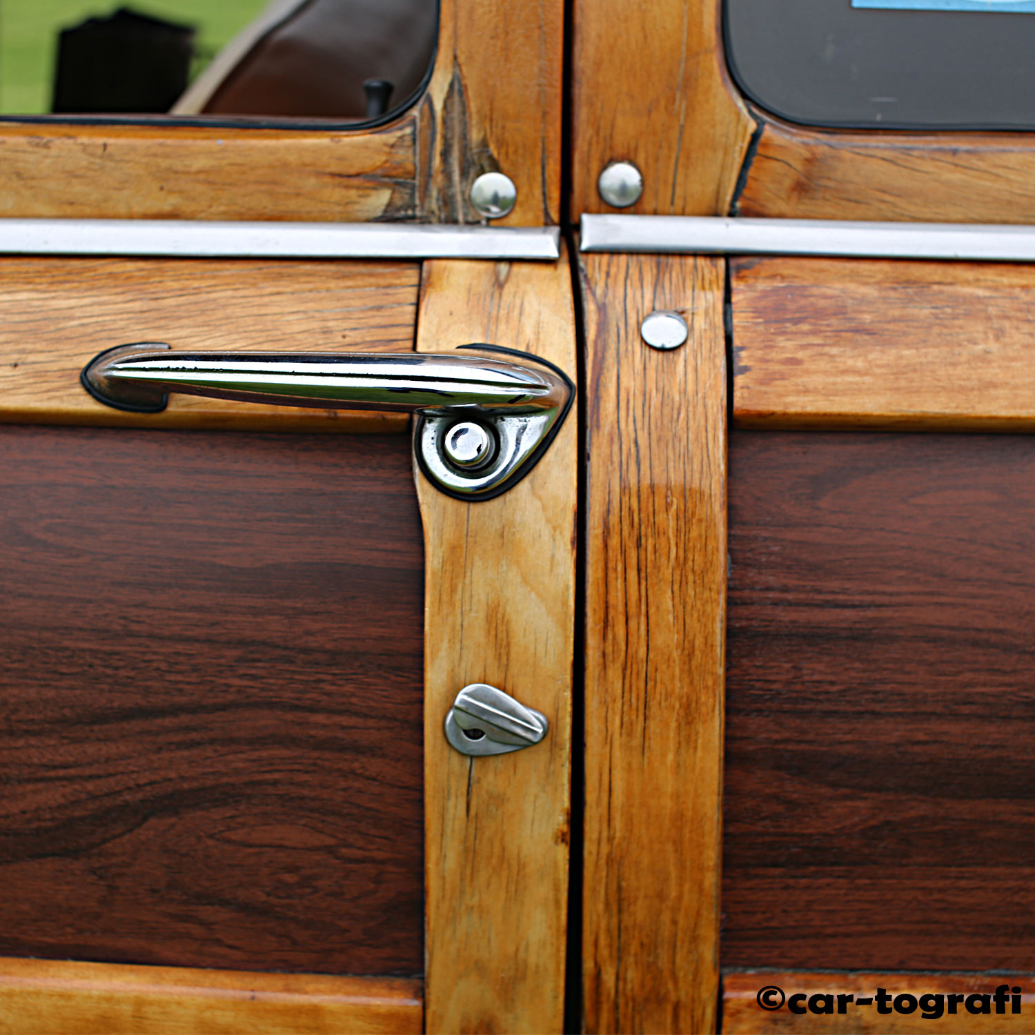 woodie-at-the-beach-panels-car-tografi-wb.jpg