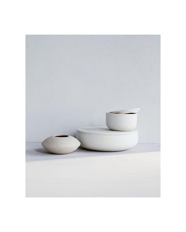 Soft ceramic curves by Hanako Nakazato.   #white #handmade #modern #minimalist #ceramics #stillife #styling #photography
