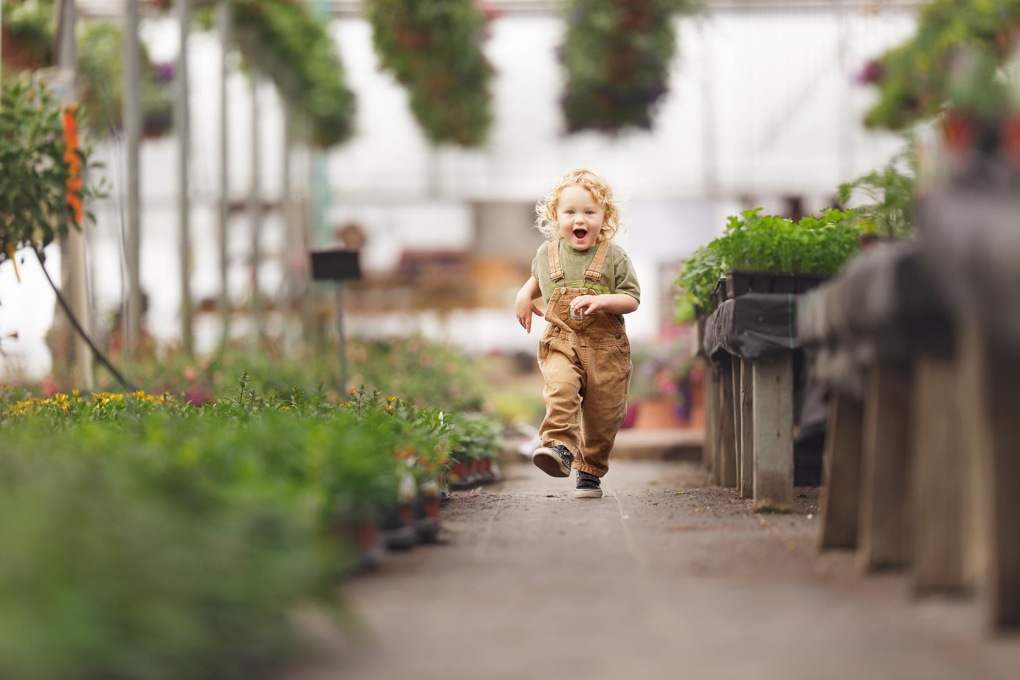 Child at Clark Farms greenhouse in Matunuck, RI