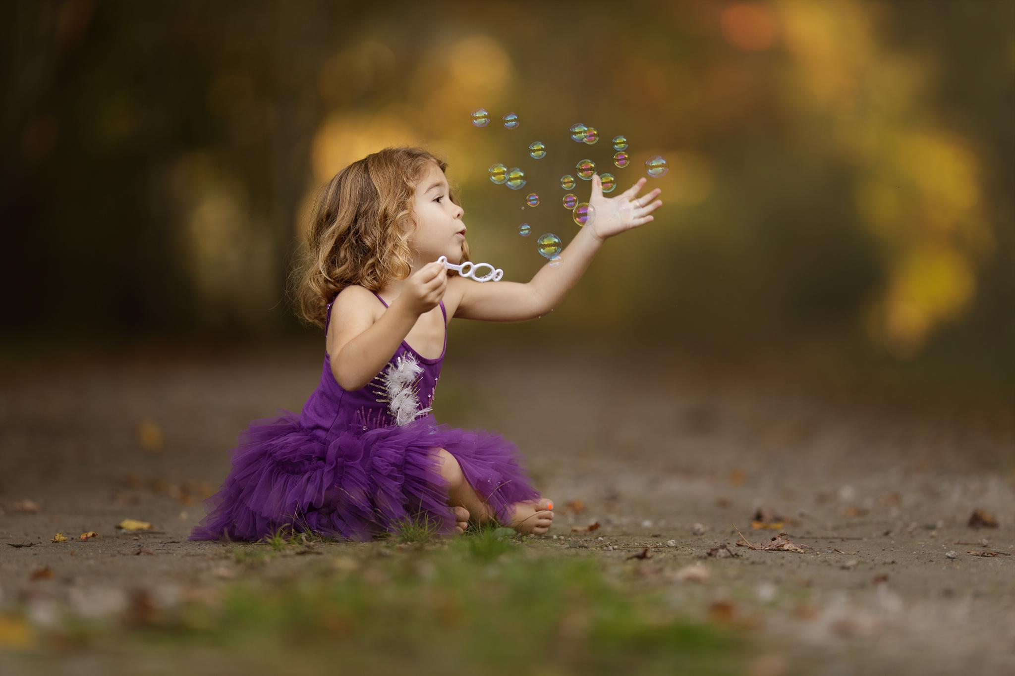 LITTLE GIRL WITH BUBBLES IN Narragansett, RI