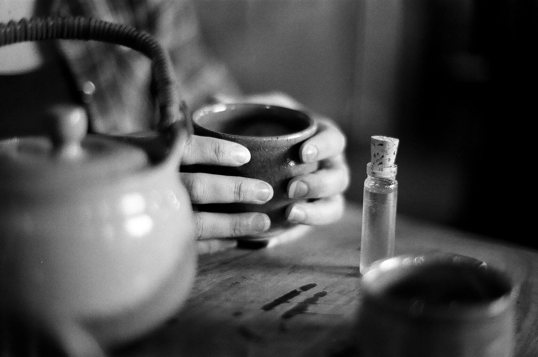 High Garden's tea tray with tea pot, tea cups, and a small bottle of honey (film).