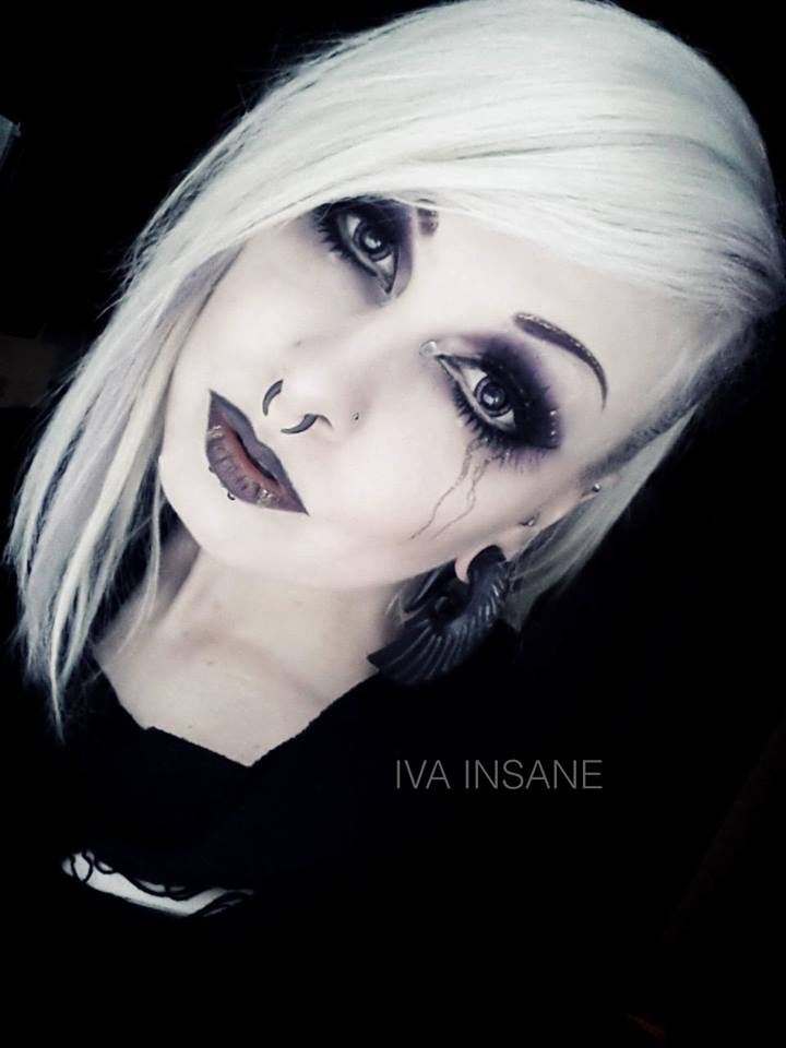 Model: Iva Insane