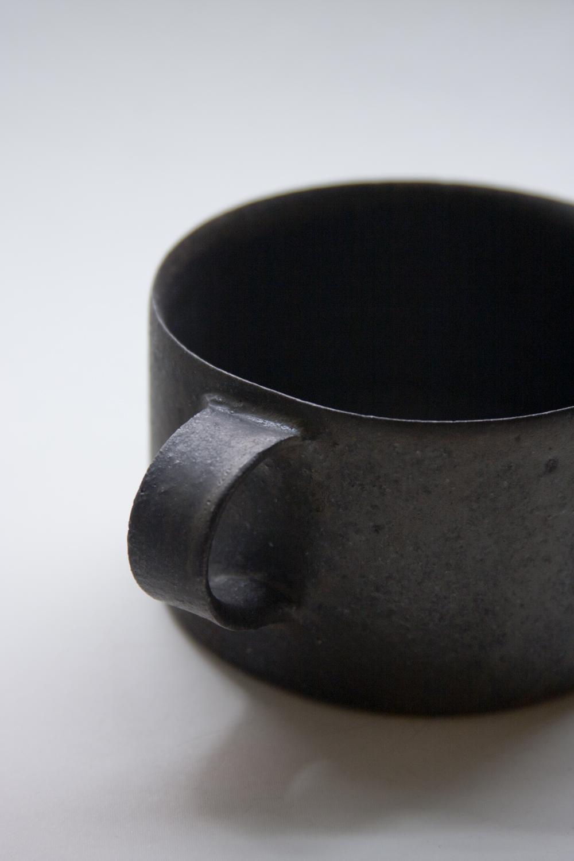Sabiyu glazed mug byKodo Kiyooka