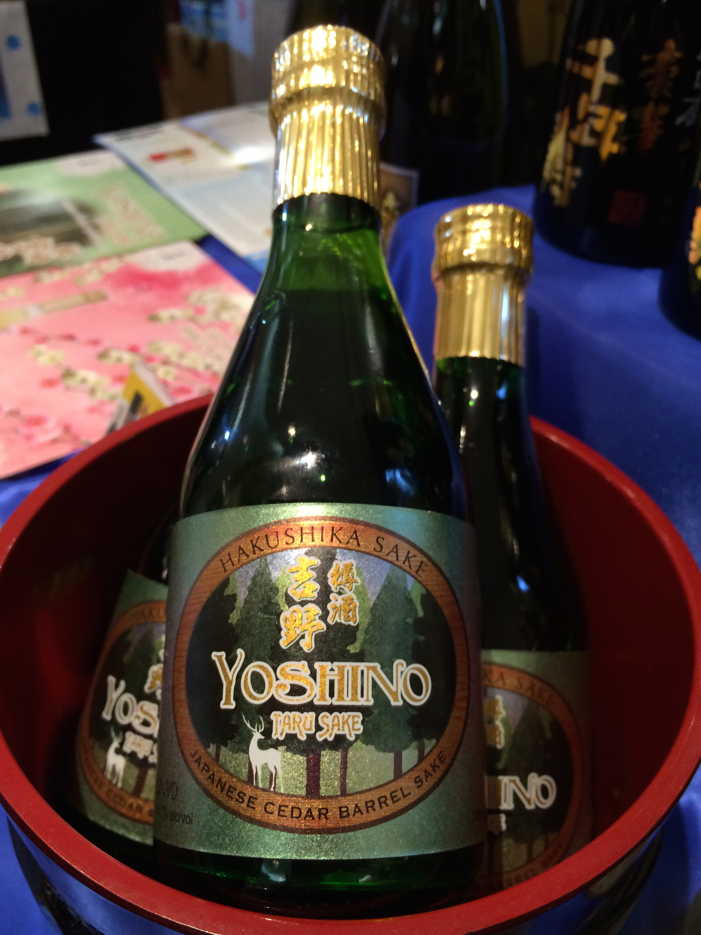 Yoshino taru sake from Yoshino forrest in Nara is briefly aged in cedar casks, and has a fragrant and smooth finish.