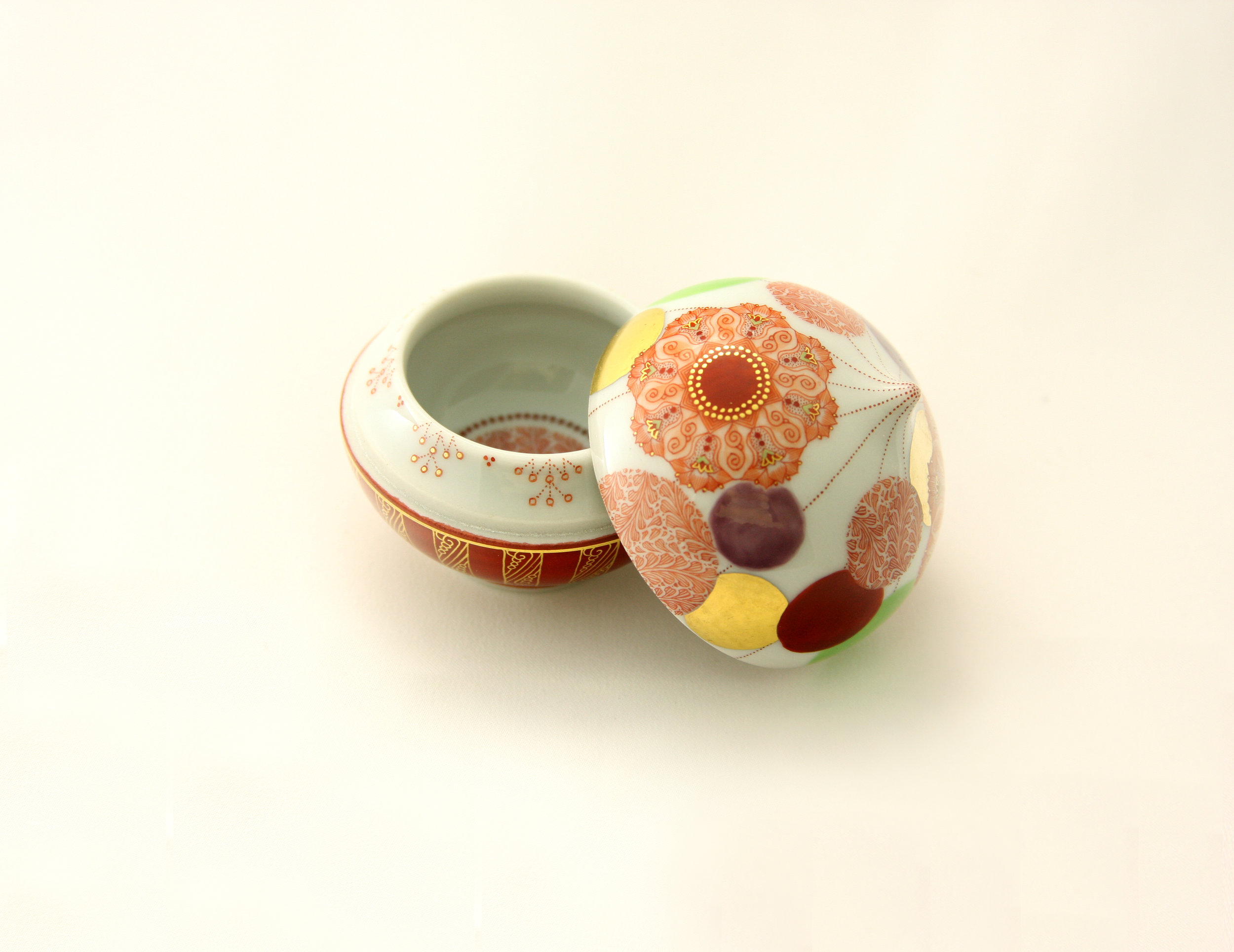 Akae Sake cup by Emi Oda  ©Japan Suite