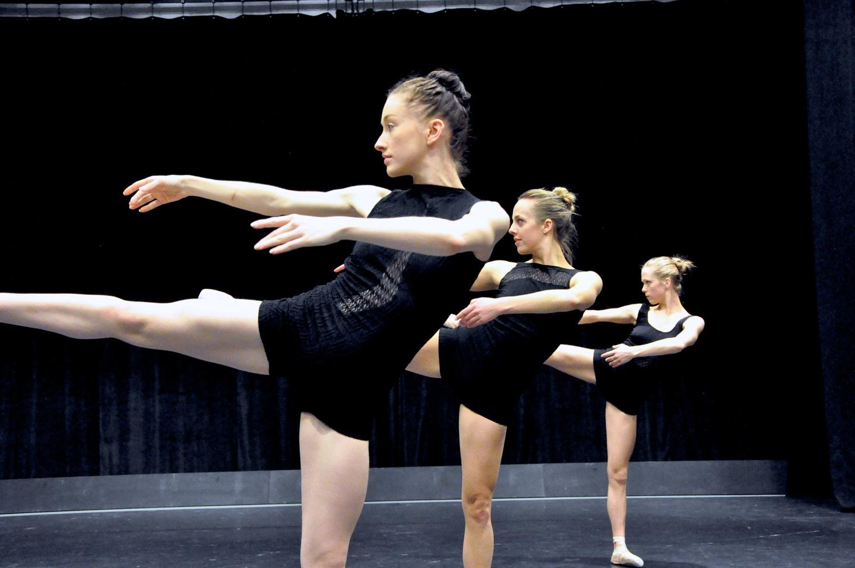 L to R: Caitlin Griffin, Samantha-Jane Gray, Thoenn Glover